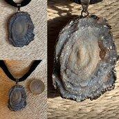 Ciondolo luminoso di Agata Fossilizzata
