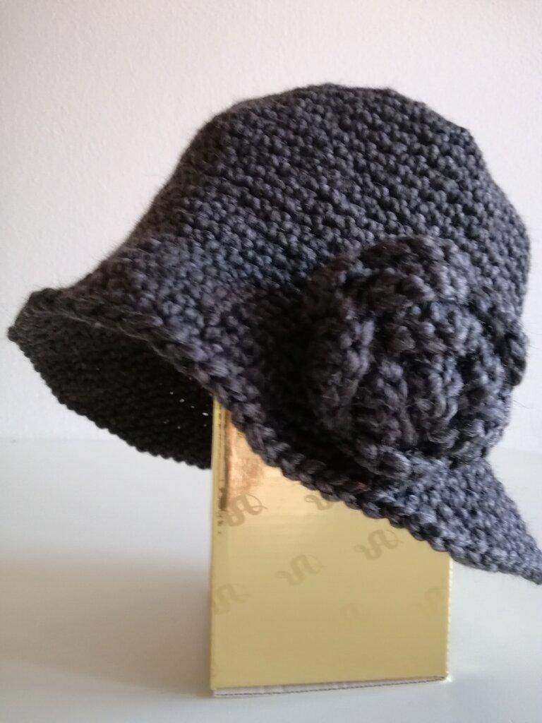 Cappello donna grigio ad uncinetto