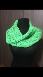 INFINITY SCARF VERDE ALL' UNCINETTO