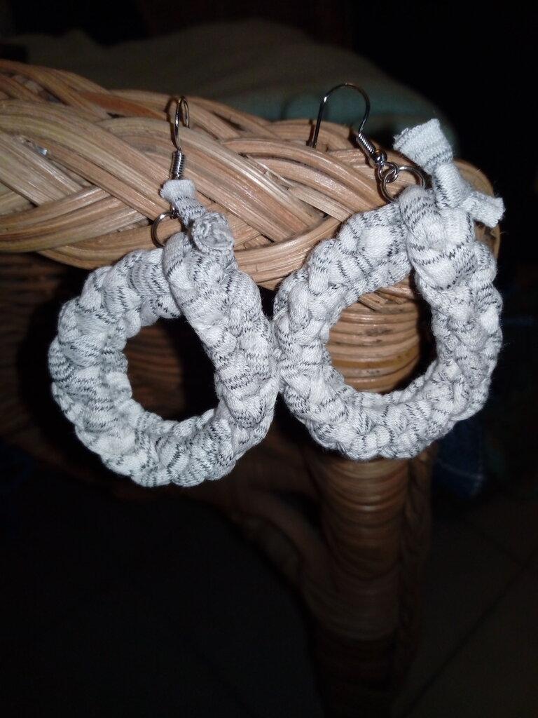 orecchini in fettuccia di cotone