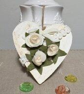 Cuore di legno da appendere, cuore di legno con boccioli di rose