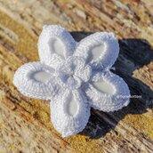 Bomboniera uncinetto fiore a cinque petali colore bianco, portaconfetti segnaposto