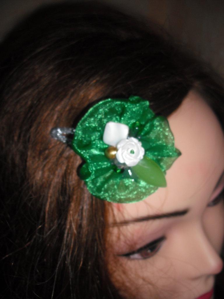 spilla per capelli  fiore verde