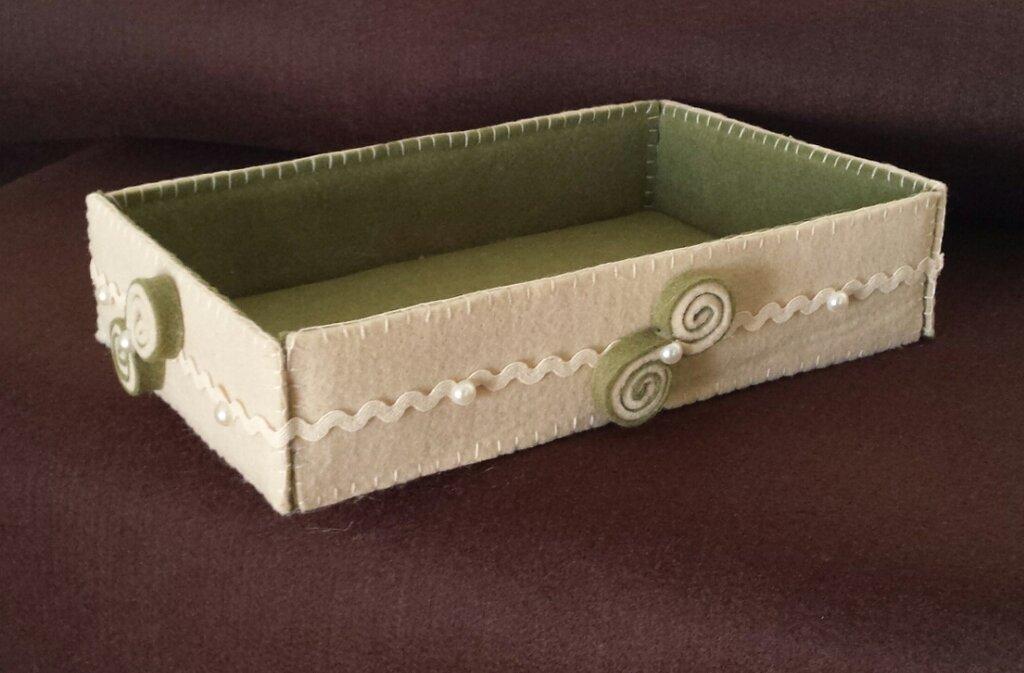 Cestino svuotatasche in feltro beige e verde fatto a mano
