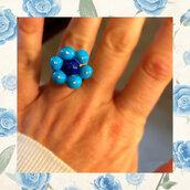Anello regolabile con fiore azzurro in fimo