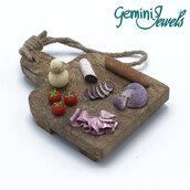 """Tagliere in legno da appendere con decorazione """"miniature food"""""""