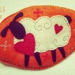 Piccola pecorella innamorata