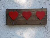 Appendichiavi in legno, appendichiavi decorato con cuori, appendipresine