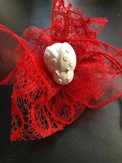 Bomboniera  24 pezzi rete rossa con fiori e tirante , gessetto a scelta laurea comunione