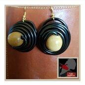 Orecchini Pendenti Alluminio Nero e Perla di Legno