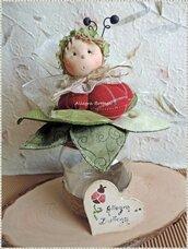Barattolo coccinella sul fiore