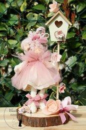 Bambola in base di legno