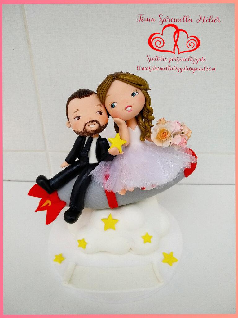 Cake topper sposi su razzo tra le stelle