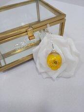 Collana con ciondolo collana argento donna collana corta ciondolo resina fatto a mano fiori di ranuncolo giallo sfere botaniche