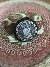 Anello con bottone vintage unico e bello