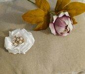 Spilla in raso bianco con perle