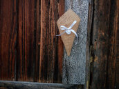 10 jute cones 19 cm. with satin ribbon or string for hanging.