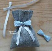 Bomboniera bimbo nascita o battesimo in feltro grigio con fiocchetto azzurro a pois