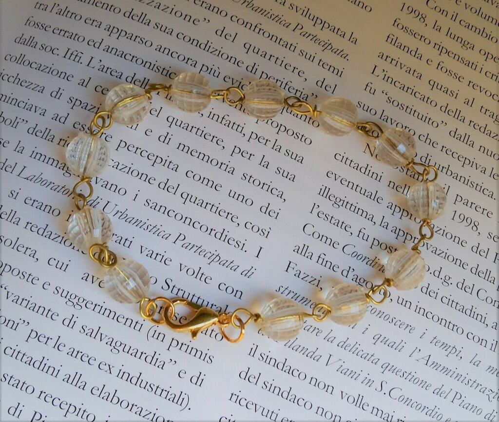 Bracciale rosario in ottone con perline trasparenti. Fatto a mano!