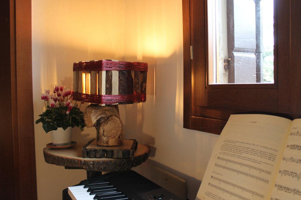 La Città dei Giganti - lampada in legno