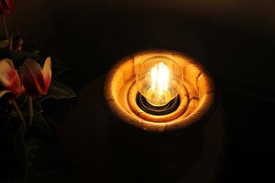 Gravità - lampada in legno