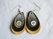 orecchini pendenti in ecopelle goccia marroni con bottone