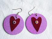 orecchini pendenti in ecopelle  e gomma crepla cerchio con cuore