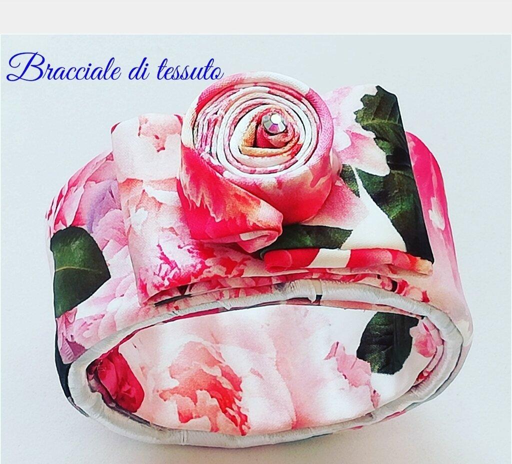 Bracciale di tessuto floreale fatto a mano