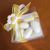 Scatolina bassa in plastica trasparente con margherita bianca realizzata a mano in pasta FIMO
