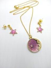 Set collana e orecchini dorati con luna e stelle rosa