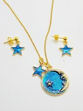 Set collana e orecchini con luna e stelle blu