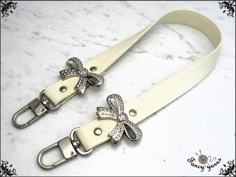 manico per borsa 50 cm. in similpelle colore crema, con 2 fiocchi strass.