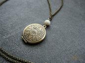 Collana con medaglione portafoto, agata e perla di fiume