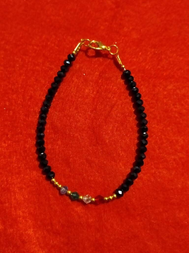 Bracciale con cristalli neri e colorati