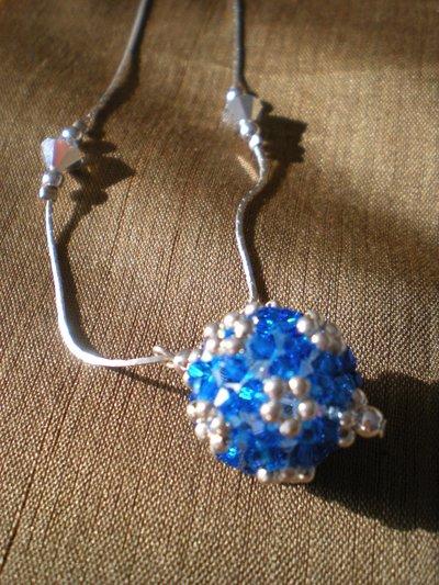 collana con pendente crystall ball