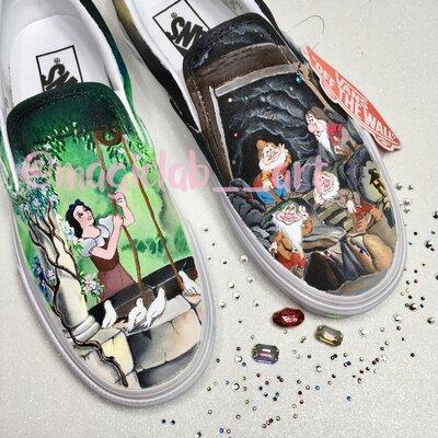 Scarpe di tela, dipinte a mano, personalizzate Biancaneve e i Sette  nani.