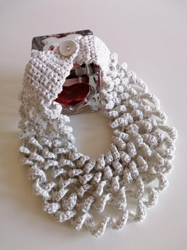 Collana a 5 fili grigio chiaro in fettuccia