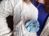 Spilla per abiti Fiorefermaglio in cotone colore azzurro chiaro