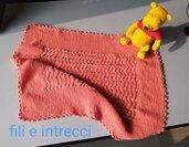 Copertina culla per neonata in lana lavorata ai ferri e uncinetto