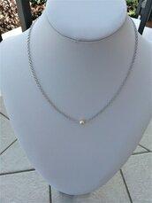 Catena con perlina centrale,catena argento e perla,regalo gioiello con perla, regalo per compleanno catena con perla,regalo damigella perla.