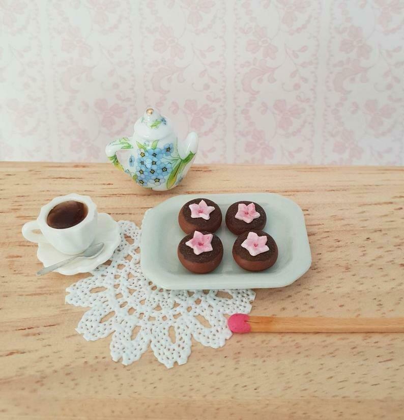 4 ciambelle sakura al cioccolato in miniatura (scala :12)