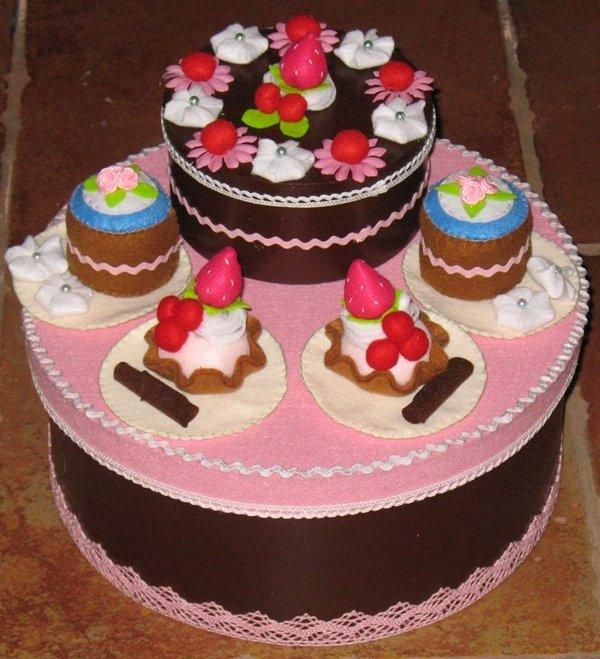 Scatola/torta in feltro e pannolenci