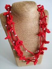 Collana cotone rosso con fiori e perline