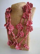 Collana cotone rosso ed ecrù con fiori