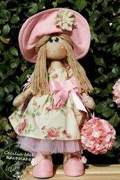 Bambola con ortensia