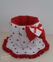 Tazza in tessuto bianca con cuori rossi