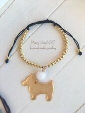 Bracciale regolabile con perle in ottone, ciondolo cane in zama e pietra dura
