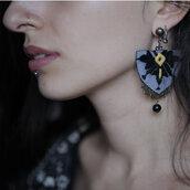 orecchino unico tradizionale ricamato a mano