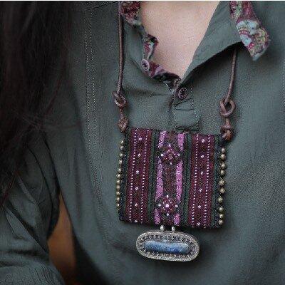 collana tradizionale di tessuto riciclato con la pietra vera , gioielleria etnica online