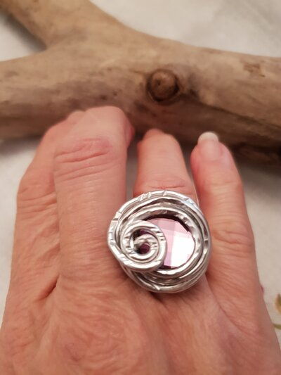 Anello regolabile in alluminio e cristallo Swarovski